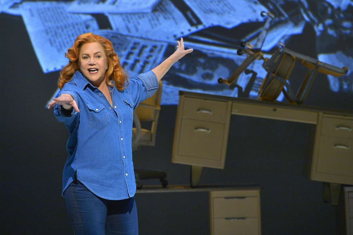 Kathleen Turner plays the brash, brassy political columnist Molly Ivins in