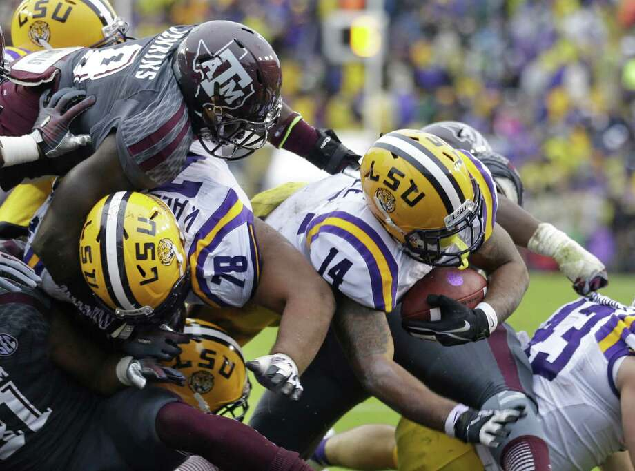 LSU running back Terrence Magee (14) scores a touchdown carry as Texas A&M linebacker Steven Jenkins (8) tries to defend during the first half of last season's game in Baton Rouge. Photo: Gerald Herbert, STF / Associated Press / AP