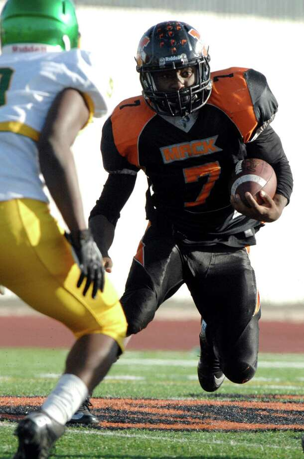 LaVance Warren, forced out of New Orleans by Hurricane Katrina, found his way to Oakland, where he led McClymonds to a section title and rushed for more than 2,000 yards. Photo: Eric Taylor / 1ststring.com