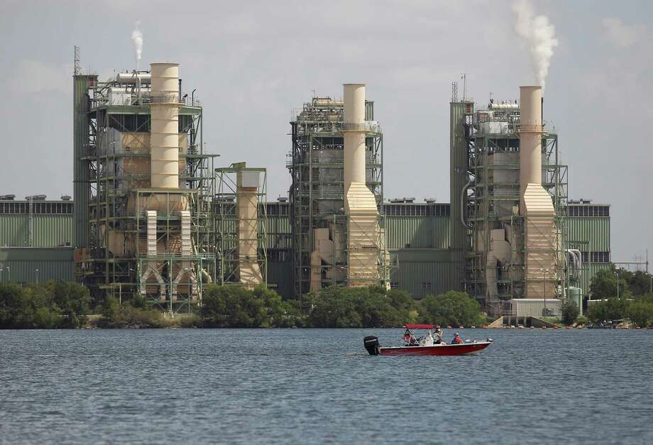 A boat cruises by a CPS Energy power plant on Braunig Lake. A reader says a new EPA proposal on power plant emissions represents government overreach. Photo: Kin Man Hui / Kin Man Hui / San Antonio Express-News / ©2014 San Antonio Express-News