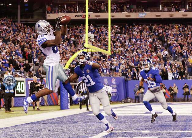 Dallas Cowboys wide receiver Dez Bryant (88) catches a pass for a touchdown against New York Giants cornerback Dominique Rodgers-Cromartie (21) in the fourth quarter of an NFL football game, Sunday, Nov. 23, 2014, in East Rutherford, N.J. (AP Photo/Julio Cortez)  ORG XMIT: ERU134 Photo: Julio Cortez / AP
