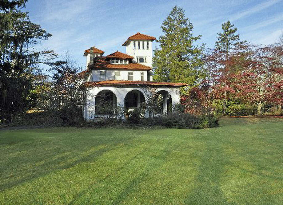 Buena Vista, an Italian-style mansion on Palmer Hill Road in Old Greeniwch, is expected to fall to the rejuvenated teardown trend in town. Photo: Contributed Photo / Greenwich Time Contributed