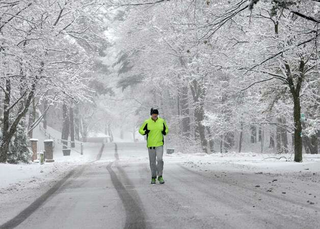 Mark Dorr of Niskayuna runs through Schenectady Central Park on Wednesday, Nov. 26, 2014 in Schenectady, N.Y.  (Lori Van Buren / Times Union) Photo: Lori Van Buren / 00029647A