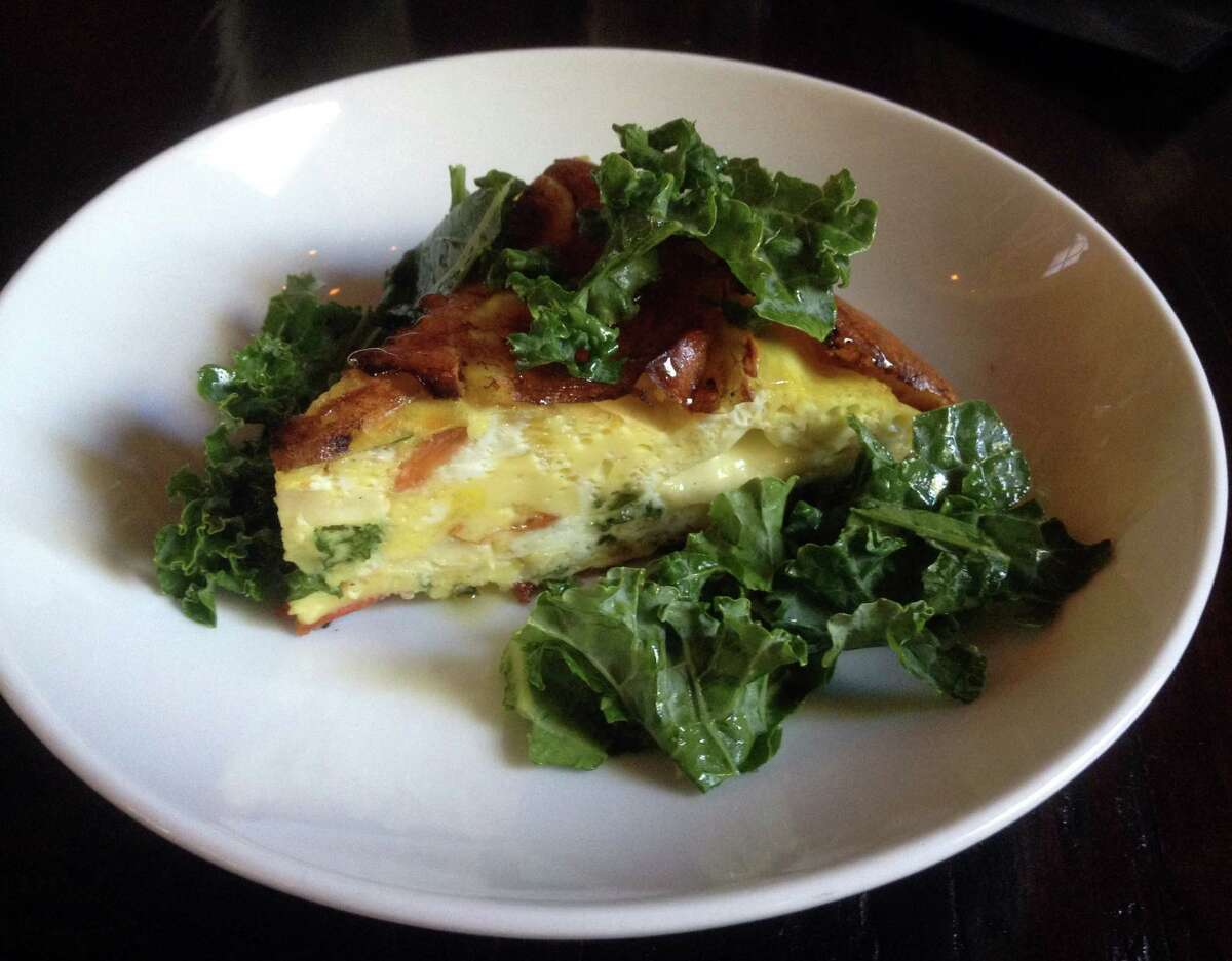 Frittata with kale, cheese and a potato hash crust