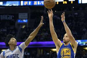 Curry, Warriors overwhelm Magic - Photo