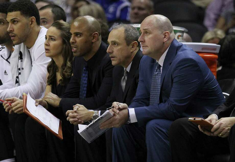 Jim Boylen (front) completed his second season as a Spurs assistant. He won NBA titles as an assistant with Houston in 1994 and 1995, and the Spurs in 2014. Photo: Kin Man Hui /San Antonio Express-News / ©2014 San Antonio Express-News