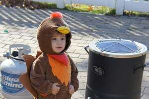 Lil' gobblers: 15 photos of babies dressed as turkeys - Photo