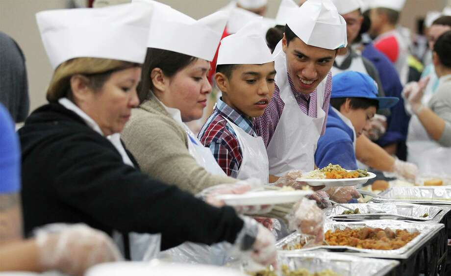 Raul jimenez thanksgiving dinner volunteer
