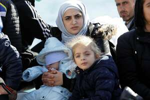 Harrowing sail ends in Greece for Syrian refugees - Photo