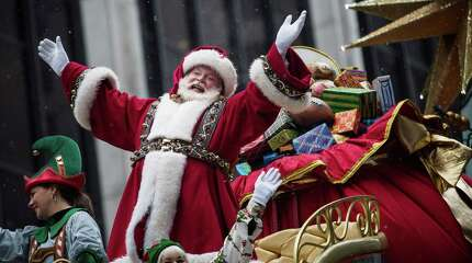 NEW YORK, NY - NOVEMBER 27:  Santa Claus waves to the crowd during the Macy's Thanksgiving Day Parade on November 27, 2014 in New York City. The annual tradition marks the start of the holiday season.