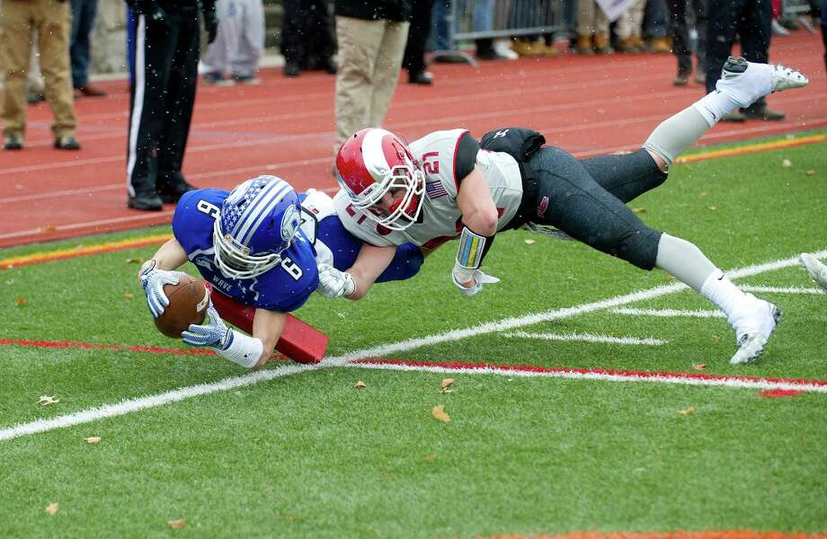 Darien's Colin Minicus dives into the endzone for a touchdown during the FCIAC championship game between New Canaan High School and Darien High School in Stamford, Conn., on Thanksgiving Day, Thursday, November 27, 2014. Photo: Lindsay Perry / Stamford Advocate