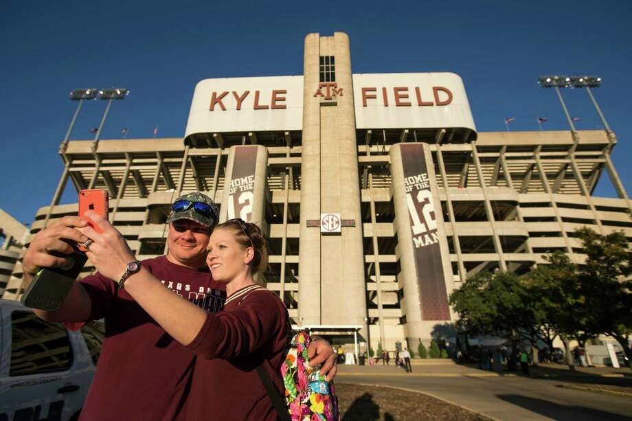 Texas A&M fans entering Kyle Field will be subject to a clear bag policy at the gates for speed and safety purposes beginning with Saturday's game against UCLA. Photo: Brett Coomer, Houston Chronicle / © 2014 Houston Chronicle