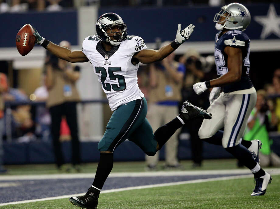 The Eagles' LeSean McCoy runs past the Cowboys Barry Church. McCoy had 159 rushing yards and a touchdown as Philadelphia had its way with NFC East rival Dallas on Thursday. Photo: Tim Sharp / Associated Press / FR62992 AP