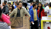 S.A. shoppers snap up Gray Thursday deals - Photo