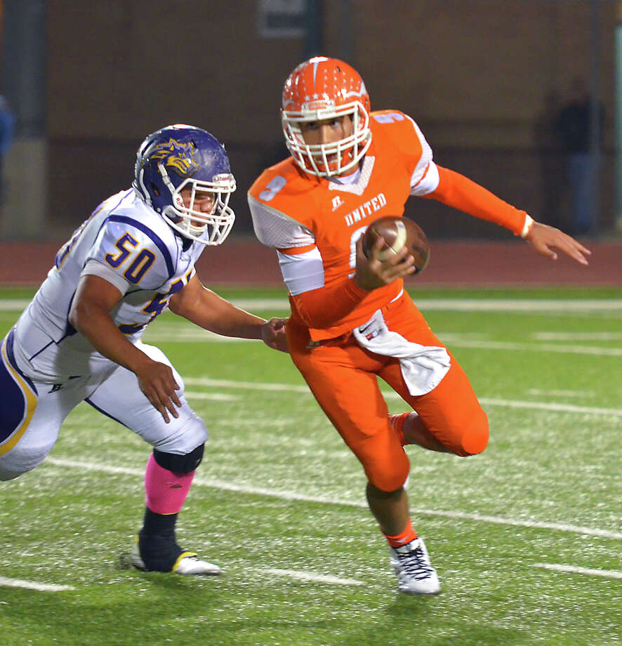 United's quarterback Ignazio Tellez (9) scrambles with the ball as LBJ defender Jordy Velasquez (50) closes in in Friday's football game at the SAC. Photo: CUATE SANTOS / LAREDO MORNING TIMES