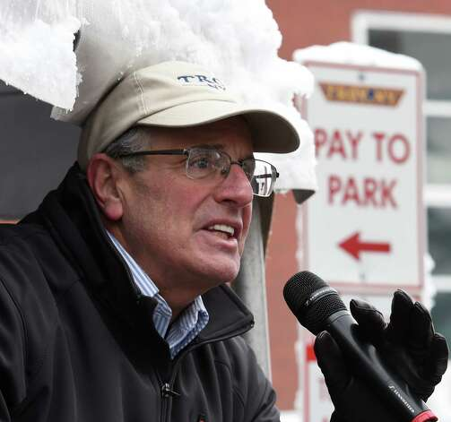 Troy Mayor Lou Rosamilia thanks the runners and the workers involved with the Troy Turkey Trot Thursday afternoon Nov. 27, 2014 in Troy, N.Y.      (Skip Dickstein/Times Union) Photo: SKIP DICKSTEIN / 00029599A