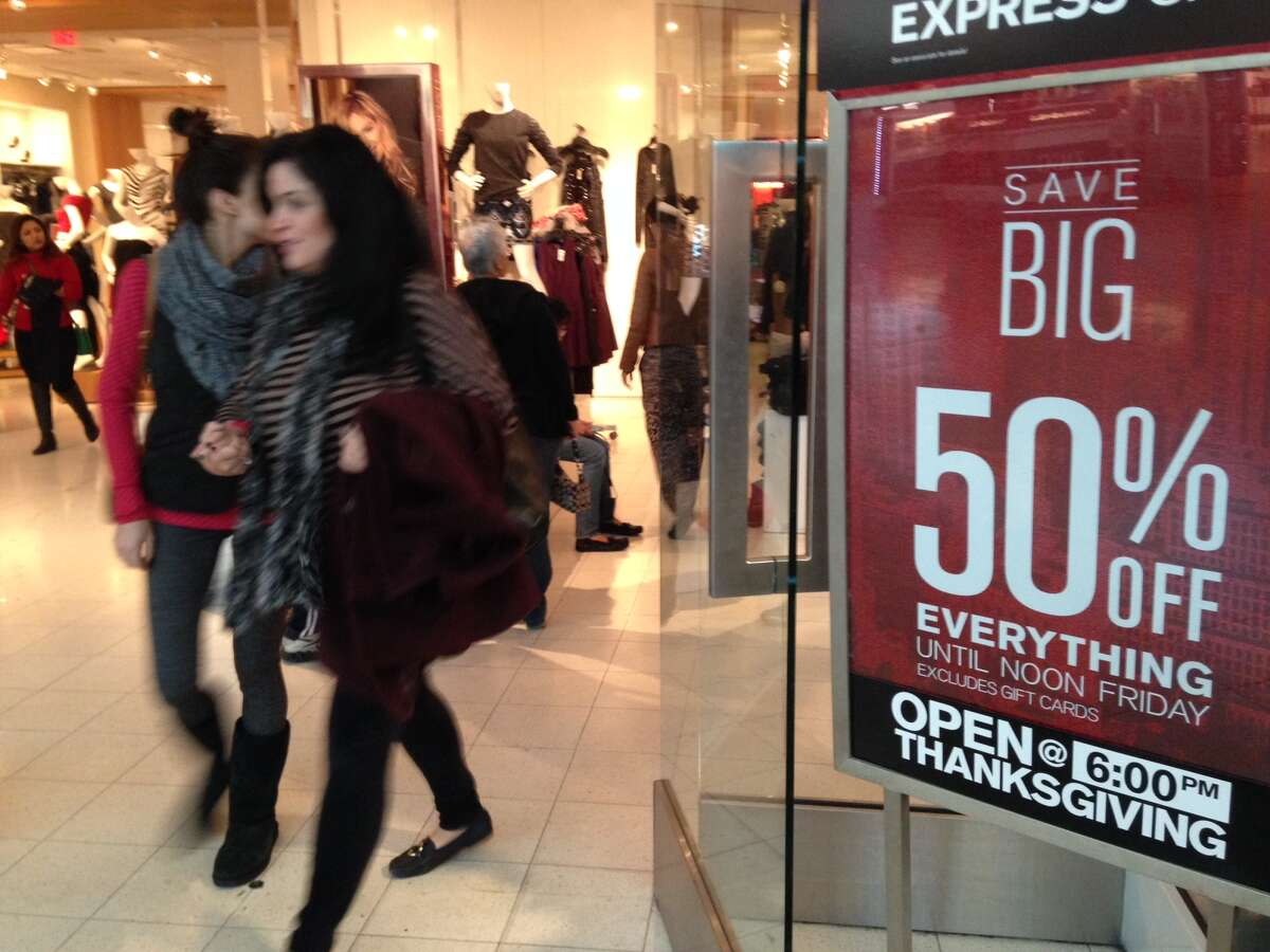 Shoppers at First Colony Mall in Sugar Land hunt Black Friday deals, Nov. 27. 2015.