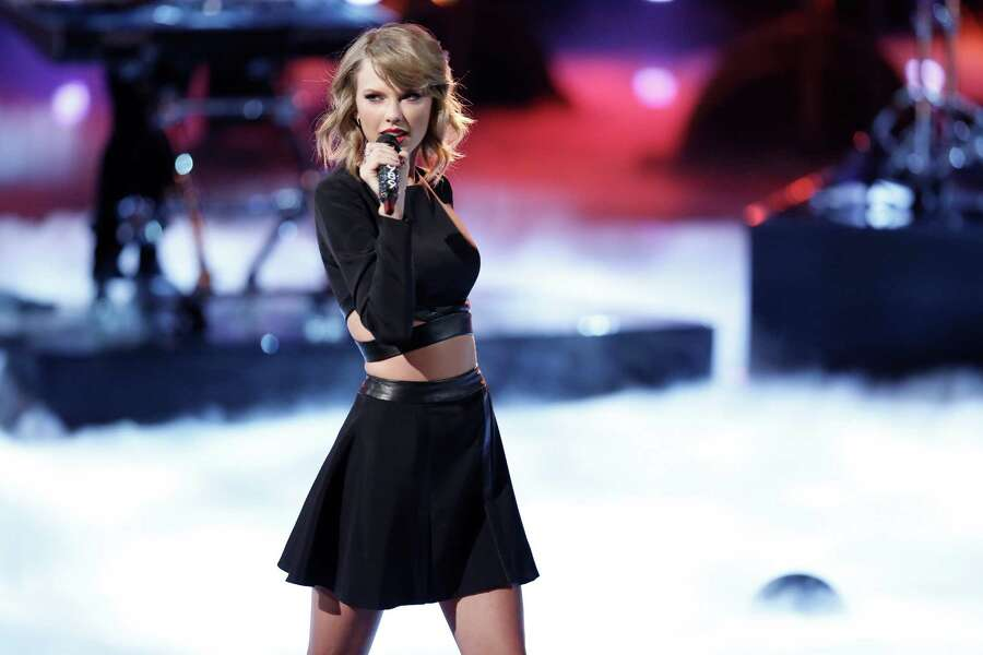 Taylor Swift Posts Photo With Her Belly Button Exposed This Is Why You Should Care Houstonchronicle Com