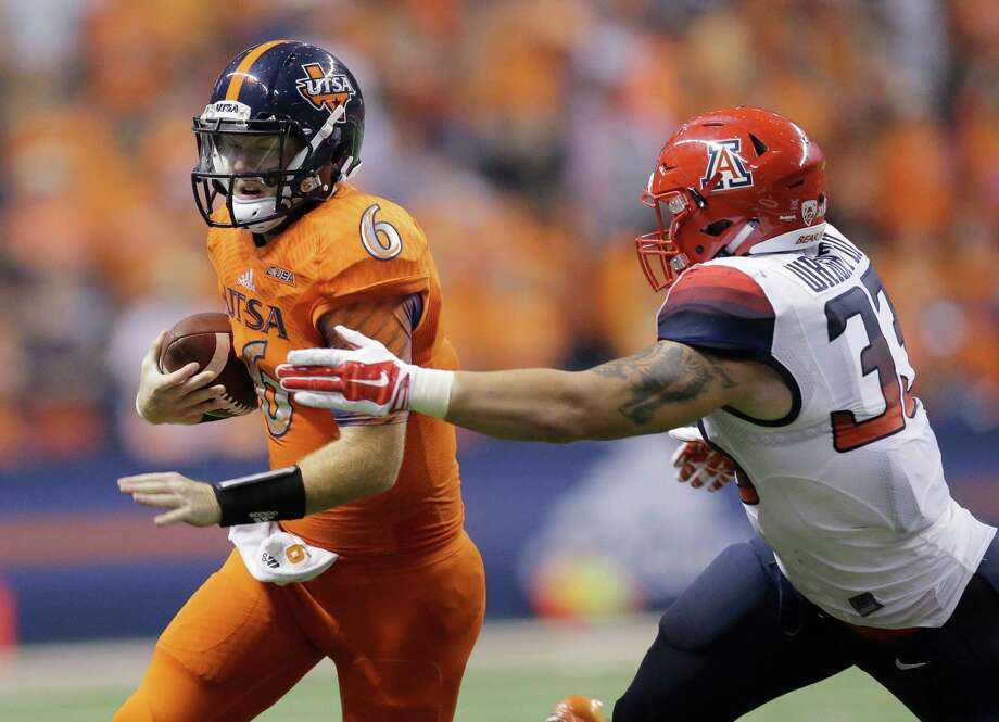UTSA's Tucker Carter (left) is stopped behind the line of scrimmage by Arizona's Scooby Wright III during the second half on Sept. 4 at the Alamodome. Photo: Eric Gay, STF / Associated Press / AP
