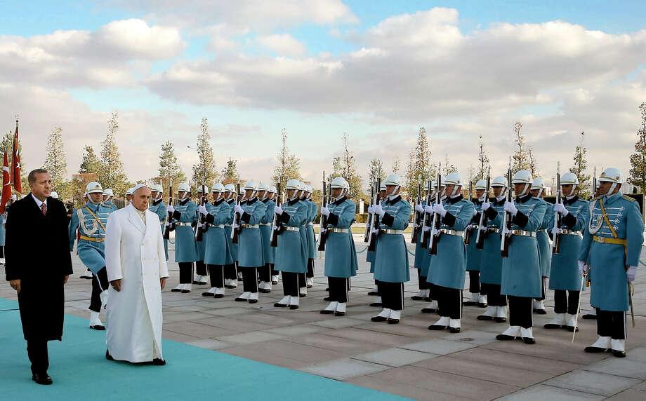Pope Francis and President Recep Tayyip Erdogan, walk by the honor guard in Ankara. Photo: Associated Press / AP