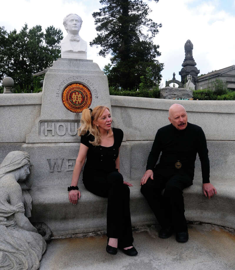 Magician Dorothy Dietrich and Dick Brookz sit at the grave of Harry Houdini in Queens, N.Y. Photo: Ronald G. Chicken / Associated Press / Ronald G. Chicken