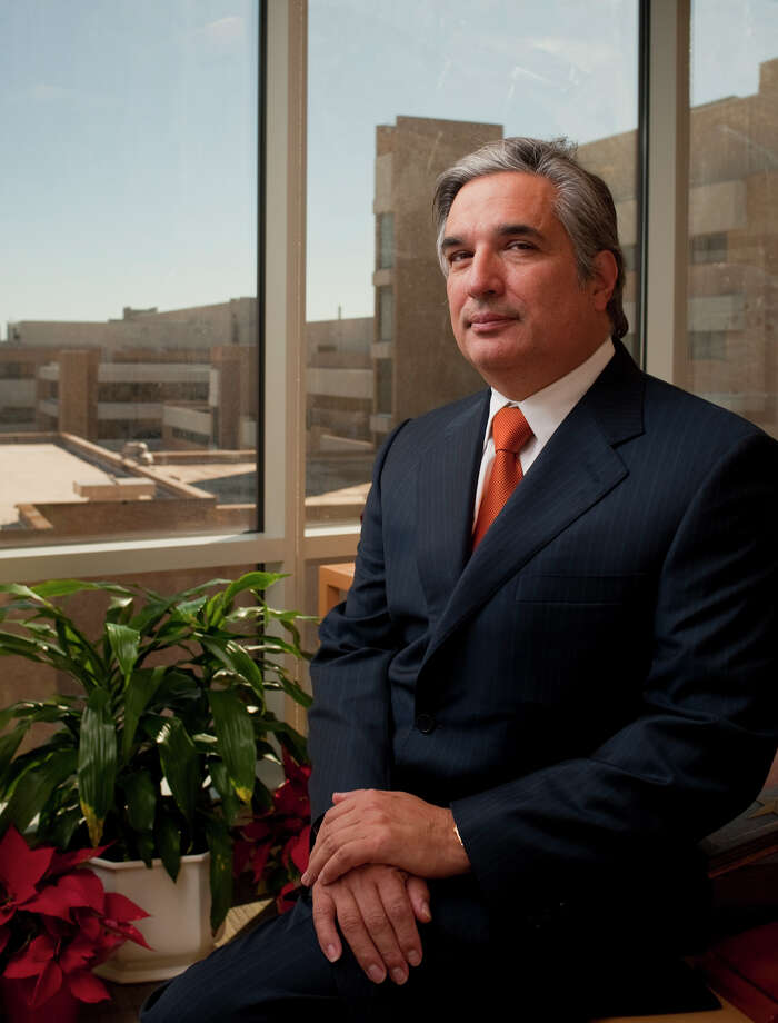 Chancellor Francisco G. Cigarroa, M.D.: The UT System is on board with efforts to boost graduation rates. Photo: BAHRAM MARK SOBHANI / BAHRAM MARK SOBHANI / SAN ANTONIO EXPRESS NEWS / SAN ANTONIO EXPRESS NEWS