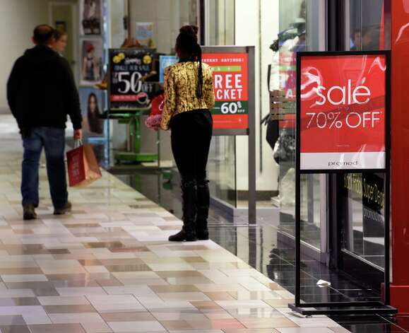 Shoppers find deals everywhere on Black Friday morning Nov. 28, 2014 at Crossgates Mall in Albany, N.Y.        (Skip Dickstein/Times Union) Photo: SKIP DICKSTEIN / 00029595A