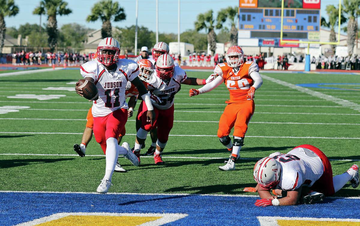 Judson's Julon Williams (scores a touchdown against Laredo United.