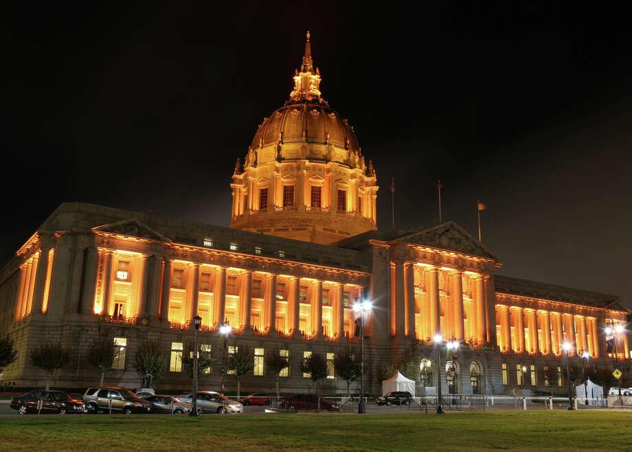 City Hall, lit up in orange for the Giants. Photo: Rashad Sisemore / Rashad Sisemore / The Chronicle / ONLINE_YES