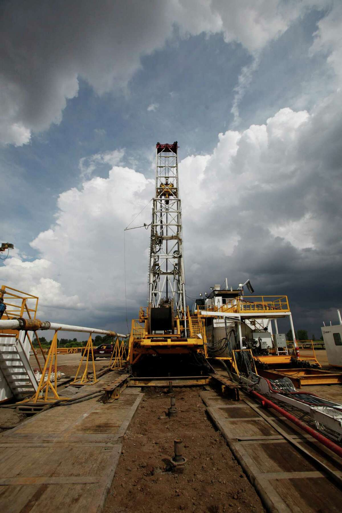 Mobile rigs that drill multiple wells are improving oil field efficiency.