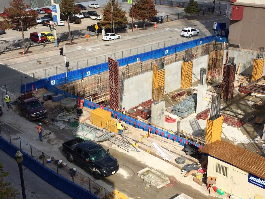 A view of the construction site along Preston and Louisiana streets where a pickup truck drove into and crashed. Photo: Karen Chen / Houston Chronicle