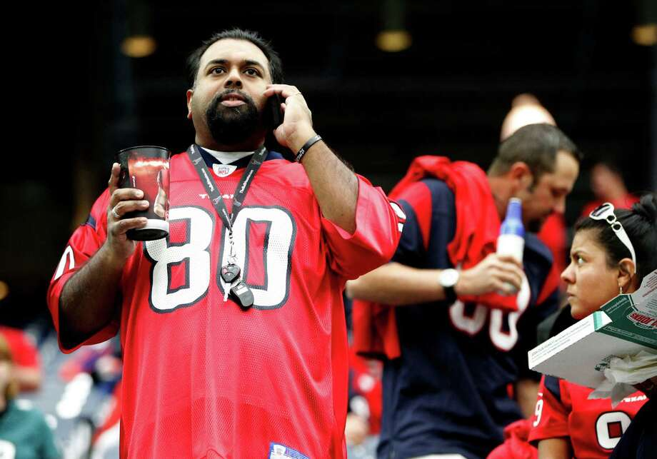 A new antenna system for Verizon customers and upgrades to an existing antenna are in the works for NRG Stadium, but no plans exist to add Wi-Fi technology, which is offered at 26 of 31 NFL stadiums. Photo: Karen Warren, Staff / © 2014 Houston Chronicle