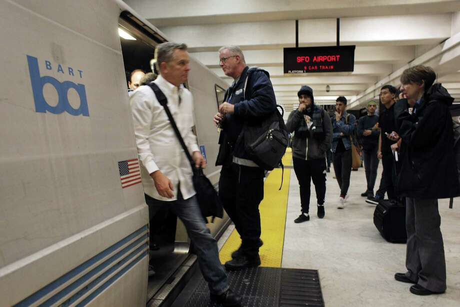 BART, the Bay Area's most extensive regional transit system, is carrying 400,000 passengers a day. New rail cars and extended lines are planned. Photo: Carlos Avila Gonzalez / The Chronicle / ONLINE_YES