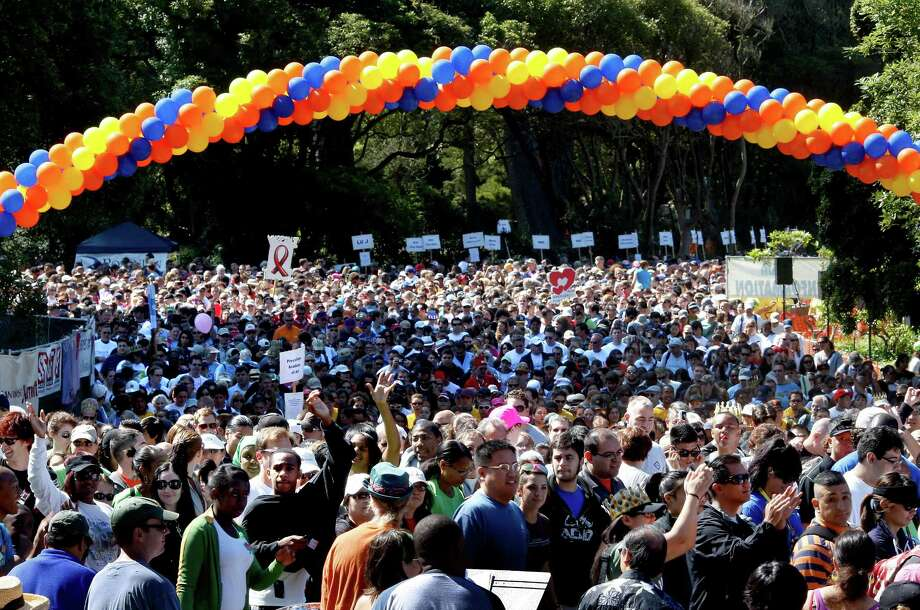 About 30,000 people make the 6.2 mile hike called AIDS Walk in July 2009 to raise money to support the San Francisco AIDS Foundation and other HIV/AIDS service organizations. Photo: Brant Ward / The Chronicle / SFC