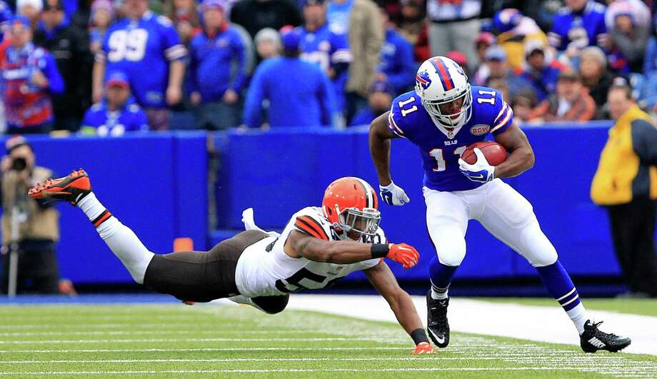 Buffalo Bills' Marcus Thigpen, right, avoids a tackle by Cleveland Browns inside linebacker Chris Kirksey during the first half of an NFL football game, Sunday, Nov. 30, 2014, in Orchard Park, N.Y. (AP Photo/Bill Wippert) ORG XMIT: NYJC111 Photo: Bill Wippert / FR170745 AP