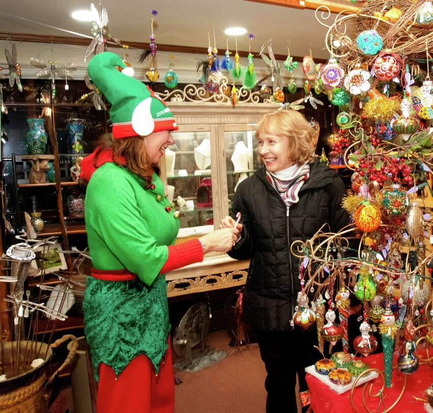 Milford Lamplight Stroll - November 30 Participating Holiday Shops are Open Late; Horse and Carriage Rides around the Green; Visit from Santa ; Yuletide Carolers; Cornerstone Christian Adult and Youth Choirs. Find out more.
