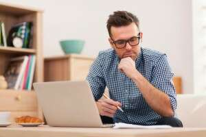 Maintain good communication skills when working from home - Photo