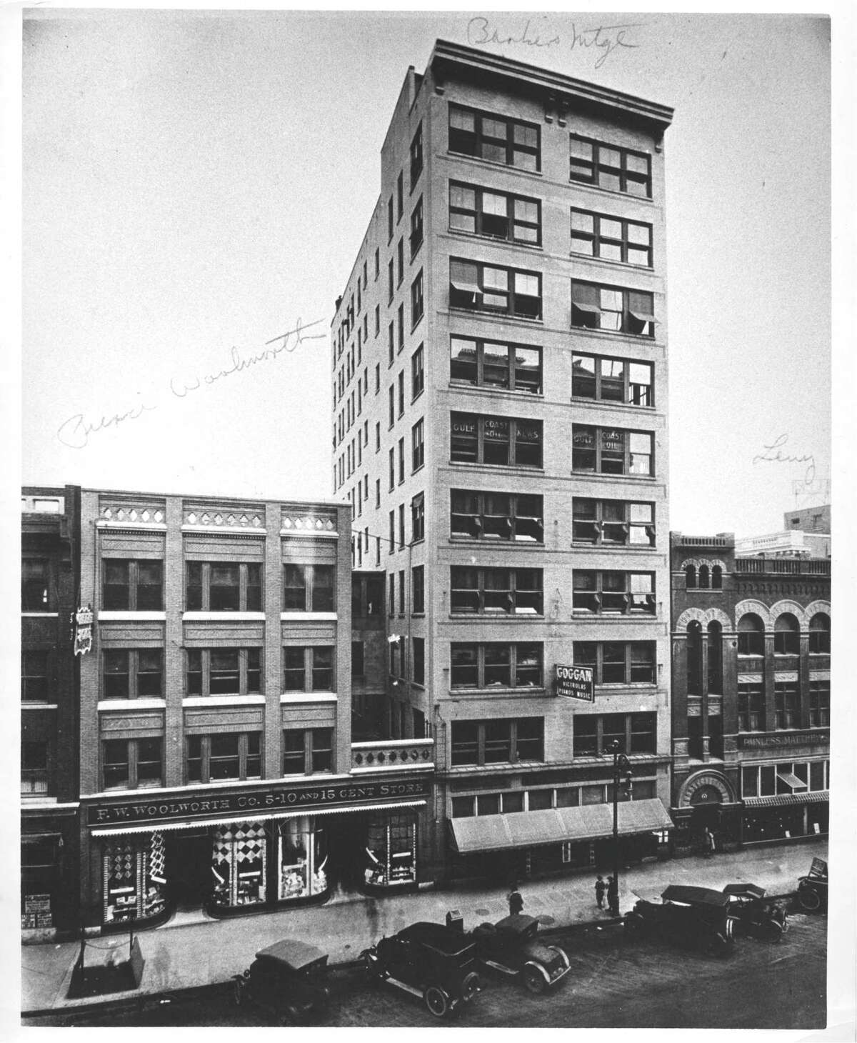 Bankers Mortgage Building, prior to 1922. The original Houston home for Texaco.
