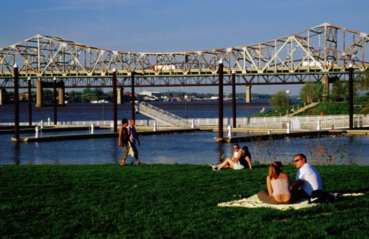 14. Louisville, Kentucky - 97,117 single men