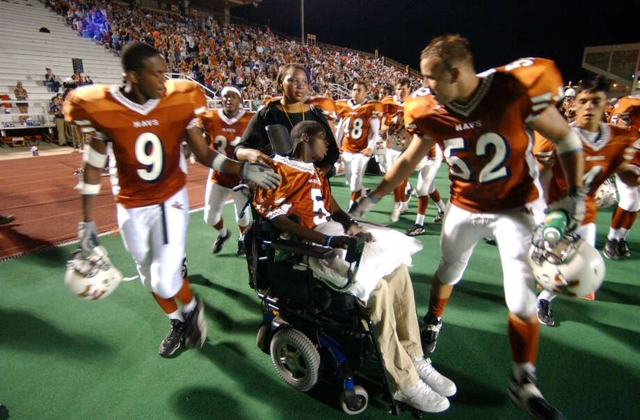 """In an episode of """"State of Play: Culture Shock,"""" executive producer Peter Berg recalls the 2003 game between Westlake High School in Austin and Madison High here in which Madison defensive back David Edwards (center) suffered a paralyzing injury. Photo: Edward A. Ornelas, San Antonio Express-News"""