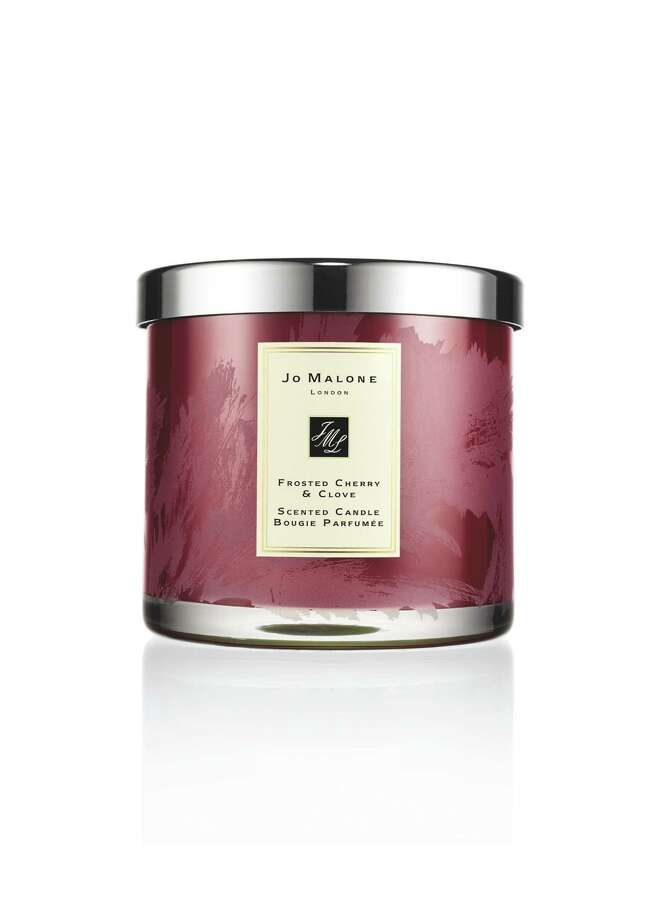 Jo Malone Frosted Cherry & Clove Deluxe Candle. Photo: Jo Malone / Jo Malone