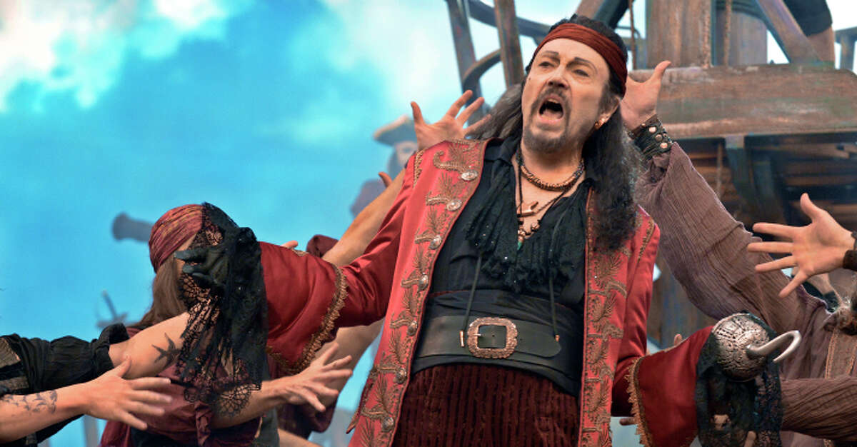 Dress Rehearsal -- Pictured: Christopher Walken as Captain Hook PETER PAN LIVE! -- Dress Rehearsal -- Pictured: Christopher Walken as Captain Hook -- (Photo by: Virginia Sherwood/NBC)