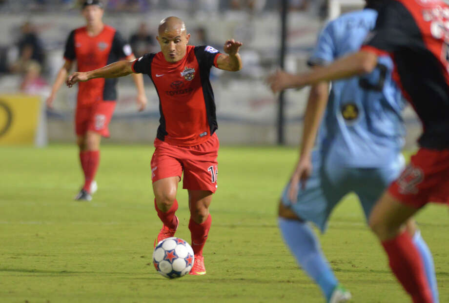 Scorpions' Rafael Castillo moves the ball upfield during the first half of a NASL match against Minnesota FC at Toyota Field this past season. Photo: Robin Jerstad, Freelance