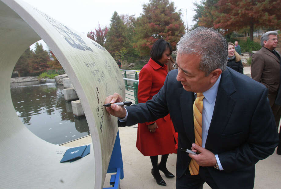 San Antonio Water System President/CEO Robert R. Puente signs a 54-inch diameter pipe Dec. 3, 2014, at an event held at announcing the launch of the new Vista Ridge water project. The pipe represents the width of the actual pipe used in the first part of the 142-mile pipeline running from Burleson County to San Antonio. On Tuesday, Abengoa Vista Ridge, the company that is supposed to build the pipeline, said it needs new financial backers. Photo: John Davenport /San Antonio Express-News / ©San Antonio Express-News