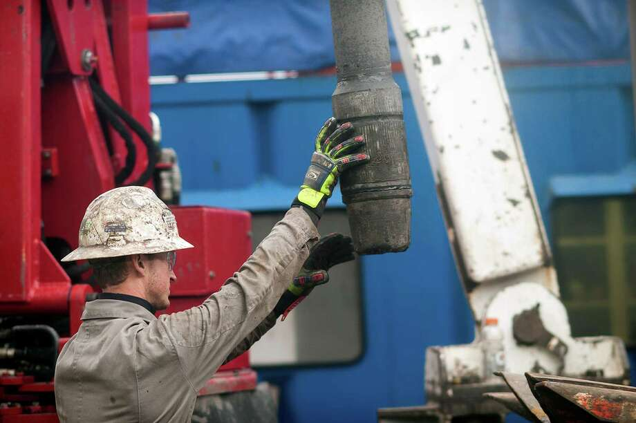 A rig hand removes drill pipe from a natural gas at a hydraulic fracturing site located atop the Marcellus shale rock formation in Washington Township, Pennsylvania, U.S., on Thursday, Oct. 31, 2013 ) Photographer: Ty Wright/Bloomberg) Photo: Ty Wright / © 2013 Bloomberg Finance LP