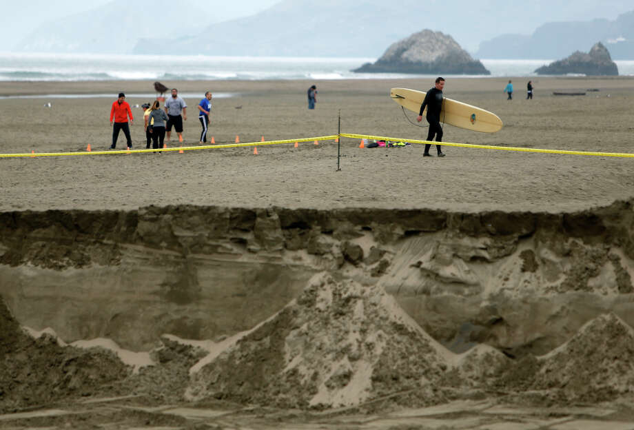 People enjoy a day at seashore this week near where a sand-moving project is going on at Ocean Beach in S.F. Photo: Scott Strazzante / The Chronicle / ONLINE_YES