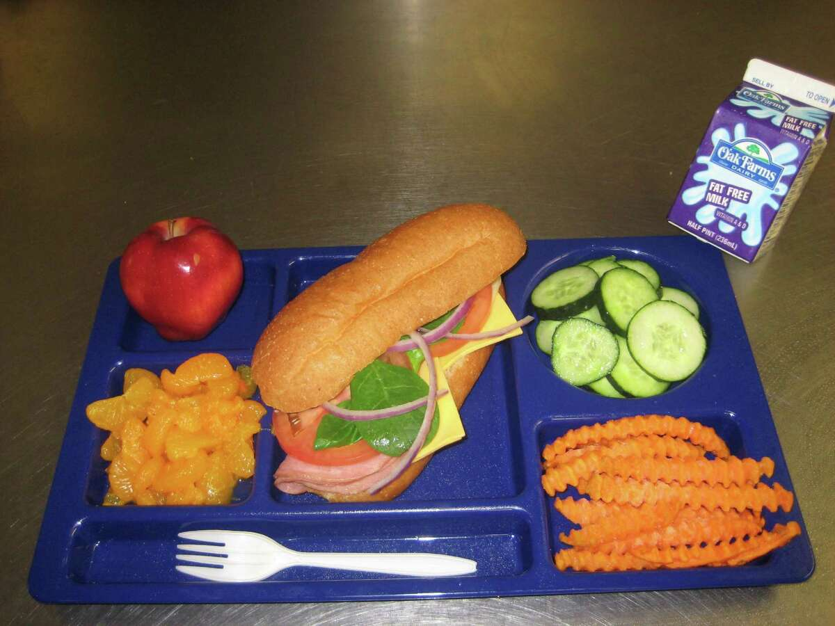 MacArthur High School (NEISD) Ham sub sandwich, cucumbers, sweet potato fries, mandarin oranges, apple, skim milk