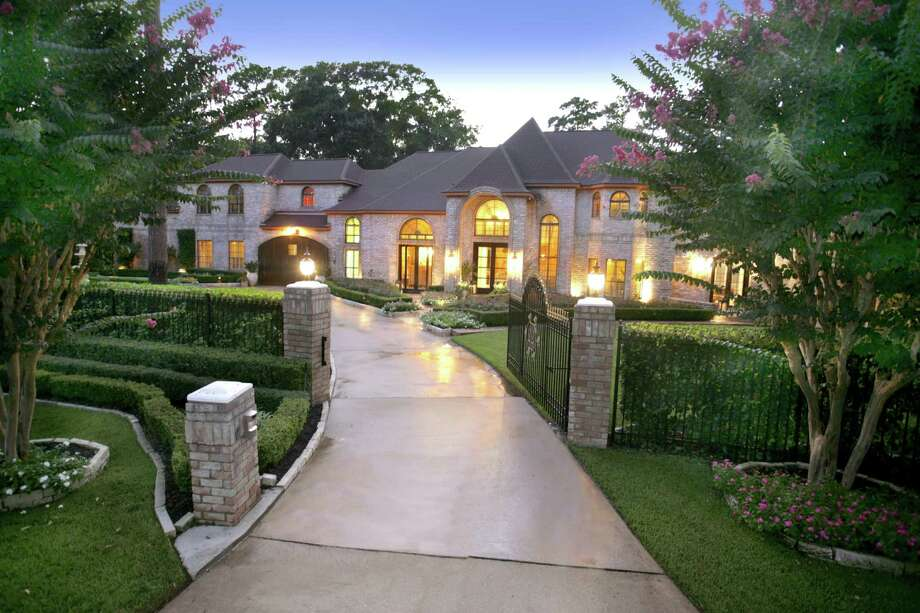 22 Grogan's Point, Village of Grograns Mill, listed at $2,122,000