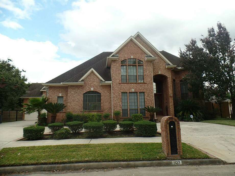327 Shady Rock Lane, Houston, 77015 5 bedrooms / 4 baths / 4,124 square feet