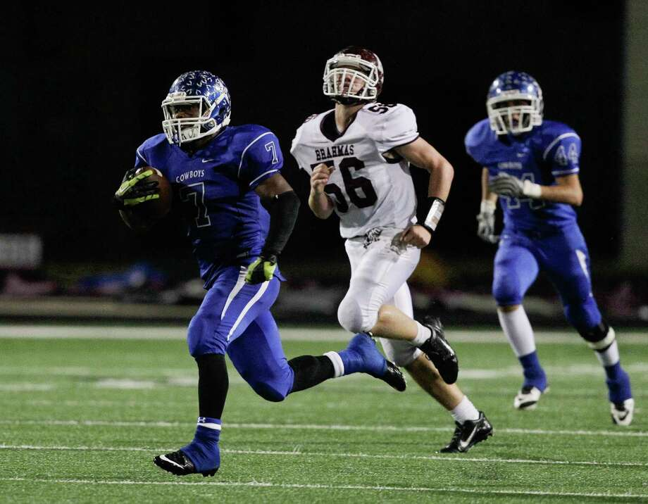 Edna's Marquis Broussard rushes for a 91 yard score in the second quarter during a Class 4A Division II Region IV  high school playoff game between Edna and Hallettsville on Friday, December 5, 2014. (Bob Levey/For The Chronicle) Photo: Bob Levey, Houston Chronicle / ©2014 Bob Levey